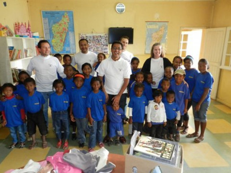 http://alumni.harvard.edu/Harvard%20volunteers%20with%20FAZAKO%20students%20at%20the%20school.