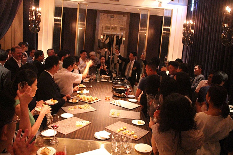 Alumni raise a glass at the Global Networking Night event in Taipei, Taiwan.